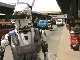 il poliziotto robot attivo a Johannesburg in Tetra Vaal